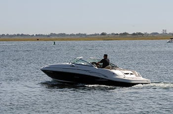 Boat struggle to achieve rooster tail