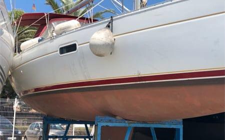 cleaning the fiberglass boat